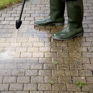 Reinigung-Pflaster-Gärten