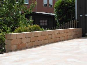 Terrasse mit Mauer