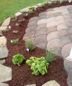 Bepflanzung Natursteinmauer