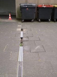 Reparatur Wassereinlauf ACO-Rinne (vorher)